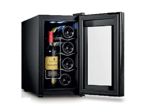 ตู้แช่ไวน์ ประตูกระจกโค้ง<br>25 ลิตร (8 ขวด) WCL-BCW-25A  ของใช้ในโรงแรม